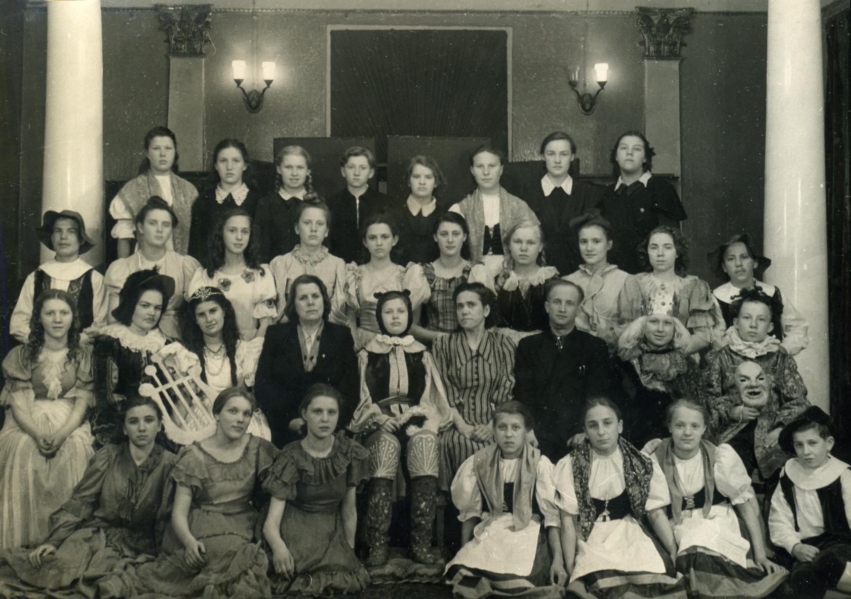 Постановка спектакля КОТ В САПОГАХ во Дворце пионеров в конце 50х.